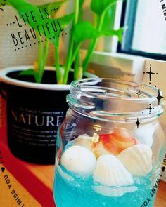 MayaさんはInstagramを利用しています:「空き瓶と保冷剤のリメイク♡ 水性ペンで水色にー 楽しいし可愛いし#ストレス発散 ♡ アロマオイルを入れて消臭剤にした 香りは#ローズ  #千林ヶ浜の貝殻 #空き瓶#保冷剤#簡単リメイク #インテリア いじったり #何かを作るのがストレス発散法の1つです #次は何作ろう」