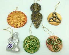 Pagan Wicca Pagan, Image Solstice, Goddess moongazing Hare, Triquetra Triskele Pentagra You might be in the proper place about Beaute Artwork course Right here we. Yule Crafts, Wiccan Crafts, Christmas Crafts, Pagan Christmas Tree, Christmas Lights, Winter Solstice Traditions, Winter Solstice 2018, Yule Celebration, Pagan Yule