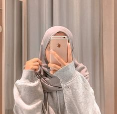 Hijab Fashion, Korean Fashion, Fashion Outfits, Aesthetic Girl, Aesthetic Anime, Foto Mirror, Hijab Hipster, Black Phone Wallpaper, Boyfriend Pictures