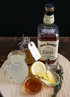 Thirsty Thursday: Honey Whiskey Lemonade (The Little Epicurean) Whiskey Lemonade, Spiked Lemonade, Whiskey Sour, Whiskey Drinks, Wine Drinks, Jack Daniels Honey Whiskey, Honey Lemonade, Beverages, Cocktails