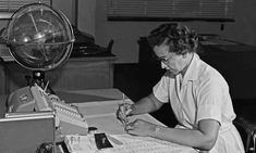 Late Mathematician and trailblazer Katherine Johnson calculating spacecraft trajectories by hand! Astronaut John Glenn trusted her more than computers and her accuracy in orbital mechanics equations helped NASA to fly the first men to the moon. John Glenn, Neil Armstrong, Apollo 11, Disney Marvel, Stockholm, Virginia Occidental, Nasa Stars, Nasa Langley, Presidente Obama
