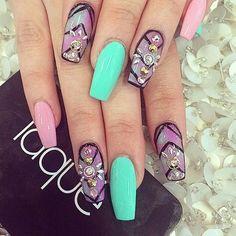 A la hora de decorar tus uñas con @strass es muy importante tener diferentes Nail Art Ideas para diseños bonitos y personalizados.    Esta es Una de las 25 #NailArt ideas que te mostramos en nuestro blog.    Visitanos y descubre las otras 24 para que consigas el mejor diseño para tus uñas.