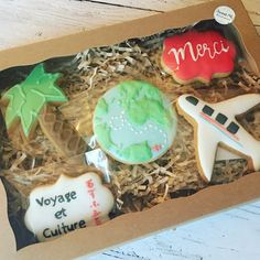 Biscuits décorés au glaçage royal spécial voyage #biscuits #pâtisserie #glaçage #voyage Creations, Cookies, Sweet, Desserts, Food, Royal Icing, Decorated Sugar Cookies, Travel, Crack Crackers