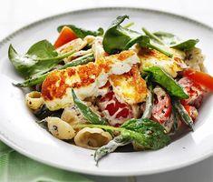 Krämig pasta med halloumi och tomat   Recept ICA.se Veggie Recipes, Pasta Recipes, Cooking Recipes, Veggie Food, Vegetarian Cooking, Vegetarian Recipes, Healthy Recipes, Healthy Food, Pasta