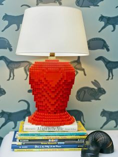 Lego Lamp Have a table lamp youre sick and tired of? Cover it with these classic building blocks.How to Make a Lamp From a Toy Tugboat Advertisement Deco Lego, Diy Light Fixtures, Lego Craft, Lego Room, Diy Network, Home Lighting, Lighting Ideas, Lamp Bases, Recycling