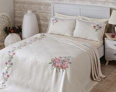 kanaviçe yatak örtüsü
