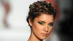 RUNWAY HIGHLIGHTS TONI FRANCESC SHOW ›  Toni Francesc Spring 2011: Sculpted Grecian Twists