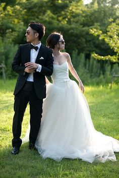 Tips For Putting Together A Successful Wedding Day. Wedding planning can be as difficult as it is stressful. Wedding Poses, Wedding Photoshoot, Wedding Day, Wedding Dresses, Wedding Images, Wedding Styles, Denim Wedding, Santorini Wedding, Forest Wedding