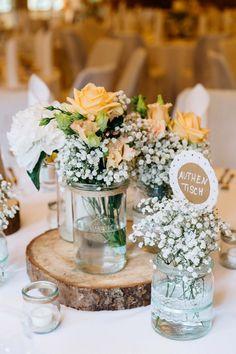Sommerliche Vintage-Liebe von Marie & Sebastian  JULIA HOFMANN http://www.hochzeitswahn.de/inspirationen/sommerliche-vintage-liebe-von-marie-sebastian/ #wedding #vintage #table