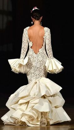 Juana Martin 2014 Cream lace for Solea! Fashion Mode, Couture Fashion, Flamenco Wedding, Bridal Gowns, Wedding Gowns, Flamenco Costume, Flamenco Dresses, Dance Dresses, Dance Costumes