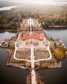 view of Schloss Moritzburg from above 🏰 -- 📌 -- 📷 -- Castle Ruins, Medieval Castle, Beautiful Castles, Beautiful Buildings, Places Around The World, Around The Worlds, Wonderful Places, Beautiful Places, Germany Castles