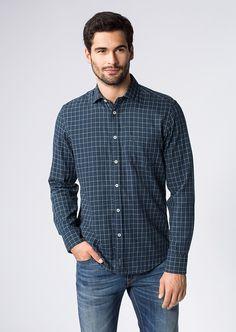 Dieses Karo-Hemd als Double Layer in unterschiedlichen Dessin konzipiert ist ein echter Klassiker. Das Hemd mit gespreiztem Kent-Kragen in komfortablem Regular Fit gearbeitet weiß auf Anhieb zu überzeugen. Aus 100% Baumwolle....