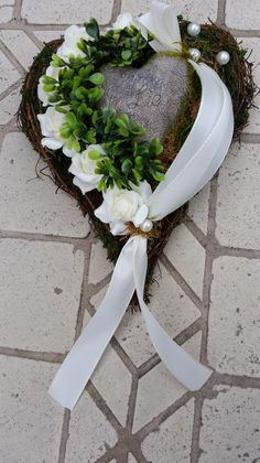 Funeral floristry can and may be just as individual as people once were . Cemetery Decorations, Cemetery Flowers, Modern Flower Arrangements, Floral Hoops, Funeral Flowers, Garden Gates, Grapevine Wreath, Flower Pots, Succulents