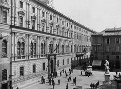 Piazza San Silvestro (1880 ca) Statua di Metastasio, spostata nei primi del '900 in Piazza della Chiesa Nuova.