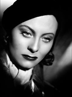 Michèle Morgan in Port of Shadows (1939).