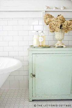bathroom- love the color scheme for a kitchen!