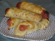 LOSE WEIGHT BY EATING! Cheesy Pretzel Dogs- 170 calories. Save some $$$$ STOP going through the drive throughs and BRING YOUR OWN SKINNY LUNCH! SAVE $$$$$$$$$$ and GET SKINNY!!!!! What do you have to lose, but some weight............................................