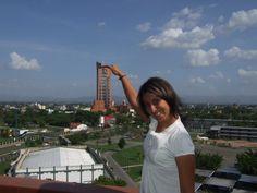 """La torre mas grande a Maracay construida por Filippo Sindoni. Visita Maracay y recorre los encanto del estado Aragua.Maracay, la Ciudad Jardín de Venezuela, es la capital del Estado Aragua. Está ubicada entre el Valle de Aragua y el Lago Los Tacarigua o Lago de Valencia, en las coordenadas 10º15'41"""" latitud Norte y 67º37'09"""" longitud Oeste, a una altitud media de 445 m.s.n.m, y a una distancia aproximada de 109Km de Caracas, y a 49Km de Valencia. La ciudad se comenzó a habitar en el siglo…"""