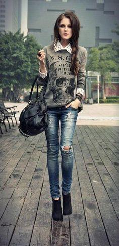 Distressed jeans & skull sweaty