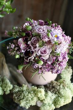 I really like the subtle shades of lavender that are used for a beautiful centerpiece.
