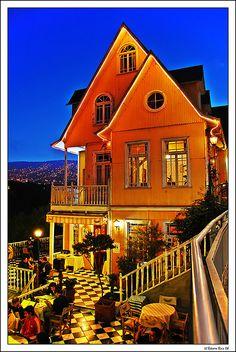 Brighton B, Valparaiso, Chile. $75.00 USD Price per room per night. reservas@chiletravelway.com