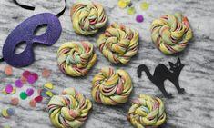 Fastelavns snurrer - Snoede boller med appelsin remonce Opskrifter: Et twist på de klassiske kanelsnurrer – festlig farvet bolledej snoet med appelsinremonce. Perfekte til både fastelavn eller børnefødselsdage.- Se de lækre opskrifter fra Dr. Oetker.