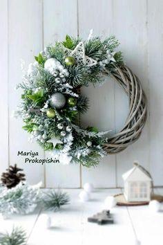 Новости Christmas Advent Wreath, Christmas Gift Decorations, Christmas Swags, Christmas Mood, Holiday Wreaths, Rustic Christmas, Christmas Crafts, Holiday Decor, Christmas Arrangements