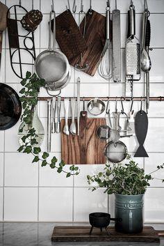 Kitchen in mint green - via Coco Lapine Design