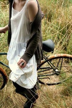 自転車に乗ってる女の子って颯爽としてて可愛いよね!自転車に乗ってる女の子の写真を集めてみたよ!