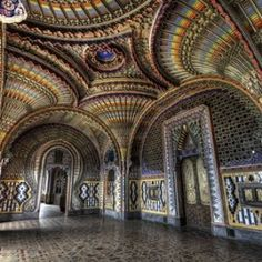 The Renaissance from the Orient, at the Castle of Sammezzano - Italian Ways Beautiful Mosques, Beautiful Homes, Beautiful Places, Tuscany Homes, Tuscany Italy, Islamic Architecture, Architecture Design, Palace Interior, Places In Italy