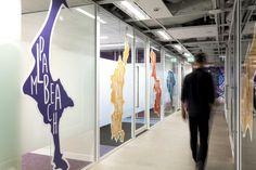 Werk je met glas in je werkplek en heb je een designvolle kantoorruimte? Maak het uniek en laat je creativiteit zien met deze voorbeelden