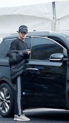 He looks so disgusted 😂 Chanyeol Cute, Park Chanyeol Exo, Baekhyun Chanyeol, Kpop Exo, Baby Park, Kim Jong Dae, Kim Minseok, Xiu Min, Chanbaek
