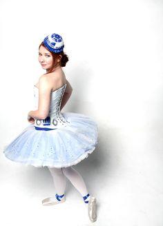 Ballet R2D2 Costume by Samantha Terry, via Behance. Me gusta Star Wars y que mi hija haga ballet, pero esto es mucho...