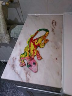 Metal wall gecko