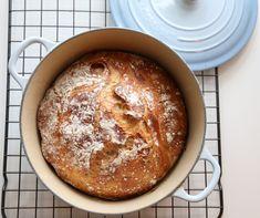 Le Creuset Til Eltefritt BrøD – Hveteloff Great Recipes, Favorite Recipes, Yeast Rolls, No Knead Bread, Easy Bread, Le Creuset, Biscuit Recipe, I Foods, Baked Goods
