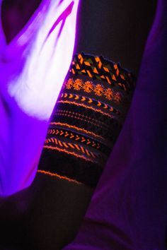 Neon Glow Bracelets // Pulseras fluor