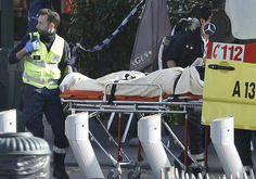 Politie Brussel jaagt op schutter(s)/De agenten waren gewapend en droegen kogelvrije vesten, maar waren niet begeleid door de speciale eenheden. Er werd niet meteen zwaar verzet verwacht. De agenten werden onmiddellijk beschoten door de deur.