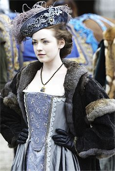 Sarah Bolger as Princess Mary Tudor in The Tudors (2010) - I adore that hat!