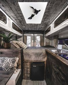 French couples first aid turns old ambulance into luxury camper van NZ Herald - Wohnwagen Interior Trailer, Campervan Interior, Caravan Interior Makeover, Motorhome Interior, Campervan Ideas, Trailer Decor, Petit Camping Car, Van Camping, Van Conversion Interior