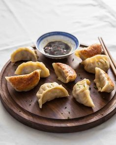 Learn secrets the best potstickers - beautifully browned bottoms, delicately steamed filling. Step by step photos how to make wrappers, fold and cook. Dumpling Recipe, Dumplings, Kitchen Recipes, Cooking Recipes, Appetizer Recipes, Dinner Recipes, Meat Appetizers, Dumpling Wrappers, Al Dente