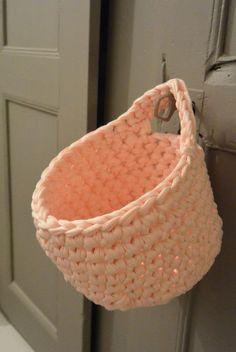 - Retro line - Knitting 02 Crochet Diy, Crochet Home Decor, Love Crochet, Learn To Crochet, Crochet Crafts, Crochet Hooks, Crochet Projects, Crochet Baskets, Knitting Patterns