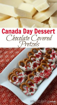 Canada Day Dessert Idea - Chocolate Covered Pretzels Canada Day Dessert Idea - Chocolate Covered Pretzels - These pretzels can be changed up and done for any occassion. Canada Day Party, Köstliche Desserts, Delicious Desserts, Dessert Recipes, Candy Recipes, Canada Day Crafts, Canada Holiday, Canadian Food, Canadian Recipes