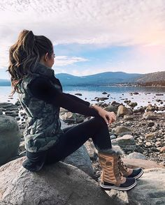 Winter camping outfits for women shoes 70 Super ideas Winter Fashion Boots, Fall Winter Outfits, Winter Wear, Autumn Winter Fashion, Fall Hiking Outfit, Cute Winter Boots, Winter Clothes, Outfit Summer, Winter Workout Outfit