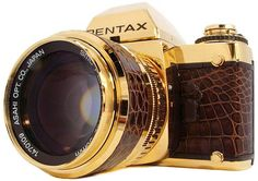 {Pentax LX Special GOLD Edition} pimped out 1981 10-millionth special edition! woah. Old Cameras, Vintage Cameras, Nikon Cameras, Camera Photography, Photography Tips, Photography Equipment, Pentax Camera, Fancy, Film Camera