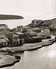80 rare images for Crete btw 1911 - 1949 from Nelly's was the female photographer! Old Pictures, Old Photos, Vintage Photos, Crete Greece, Athens Greece, Greece History, Crete Island, Frederic, Rare Images