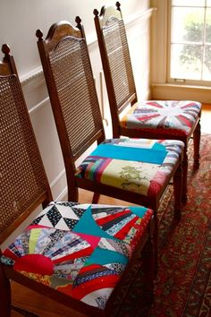 Redecora tu hogar con tela; sillas forradas con patchwork