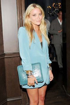 Love this overall look. This blazer looks fresh in this light blue hue and with strong shoulders.