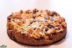 45 Minuten und du hast diesen low carb, Keto Chocolate Chunk Nut Cake gezaubert. Cleaner Kuchen mit nur 4 g Kohlenhydraten pro Stück für lchf begeisterte!