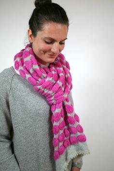 Winterschal für Frauen, handgefertigter Mohairschal mit 3d Struktur, Weihnachtsgeschenk für Frauen Knitting Accessories, Knitted Scarves, Etsy, Fashion, Christmas Gifts For Women, Scarves, Handmade, Knitting Scarves, Moda