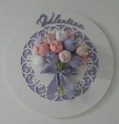 A chegada tão esperada da sua Princesa, merece um lindo quadro desses!  Escolha as cores coordenadas com a sua decoração.      Confeccionado com tricoline 100% algodão, super qualidade!  Quadro decorativo pra maternidade e quarto de Bebê.  Feito nas cores que desejar. Nursery Crafts, Baby Crafts, Home Crafts, Diy And Crafts, Ribbon Crafts, Flower Crafts, Diy Flowers, Sewing Projects For Beginners, Crafty Projects